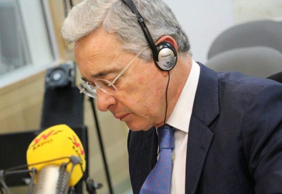 El ataque de Álvaro Uribe y sus seguidores a una periodista de la W
