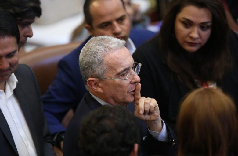En Antioquia no paran de abuchear a Uribe. Video