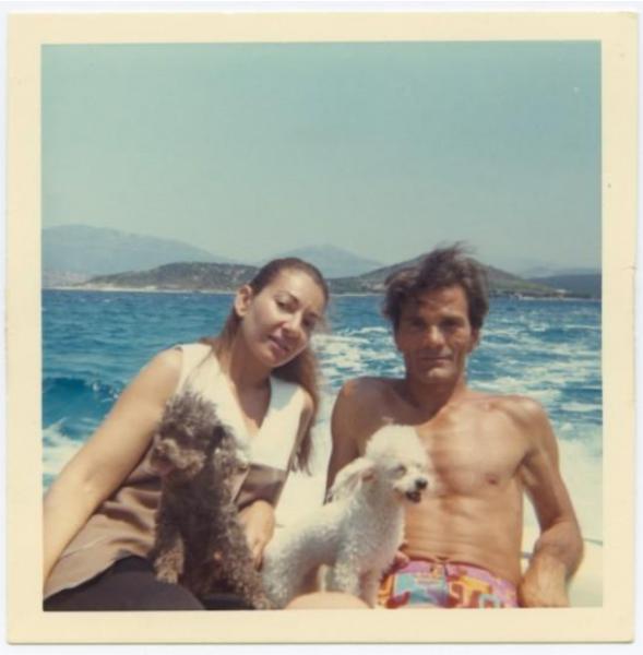 El rodaje de Medea junto a su íntimo amigo Pier Paolo Pasolini fue un bálsamo para ella así la crítica la volviera a destrozar. Acá en un yate en Turquía junto a sus dos perros.