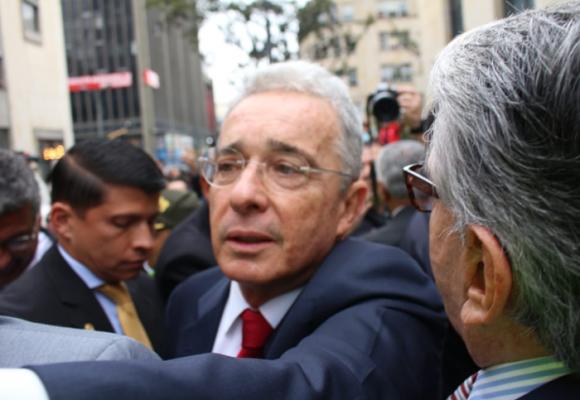 ¡Estamos con Uribe!