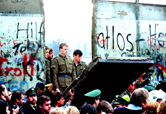 De la caída del muro de Berlín y el rezago ideológico en América Latina