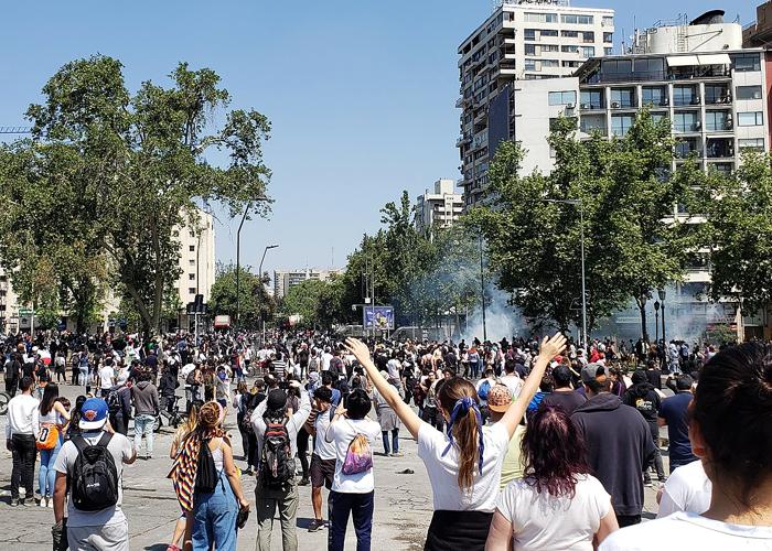 El ocaso del neoliberalismo en Latinoamérica y la gota que rebosó la copa