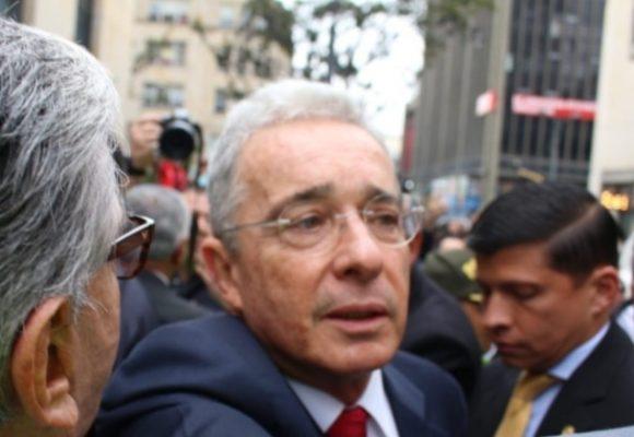 Imposible no opinar sobre Uribe