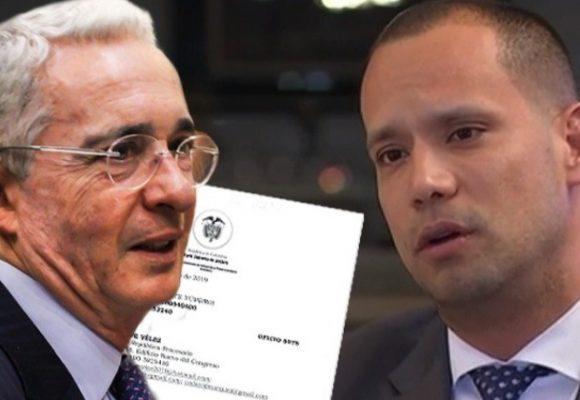 Uribe repite estrategia y echa al agua al abogado Cadena