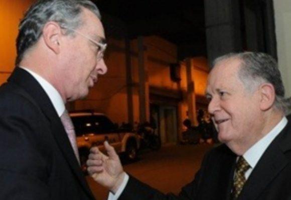 Pobres de Colombia, sigan votando por el que diga Uribe