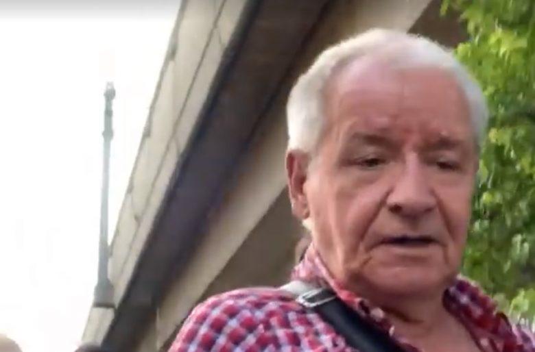 El maravilloso abuelo antiuribista que salió con sus parceros a protestar en Medellin. Video