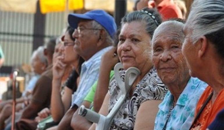 Ocho millones de abuelos colombianos están a punto de quedarse sin pensión