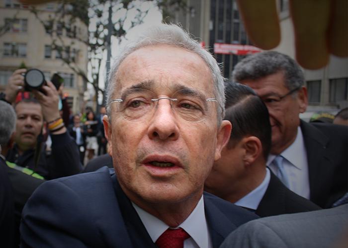 ¿Álvaro Uribe acabaría con las cajas de compensación?