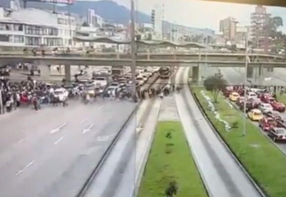 Arrancó un nuevo caos en Bogotá: bloqueada la carrera 30 y la Séptima. Video