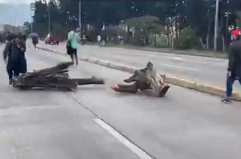 Continúa el paro: Así bloquearon este viernes la Autopista Sur con Carrera 30. Video