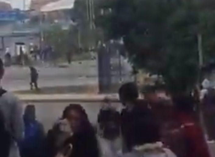 El Esmad sigue sembrando el caos, ahora se va contra la gente en el Portal de las Américas. Video