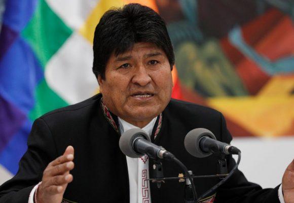 Evo Morales renuncia por televisión en vivo y en directo