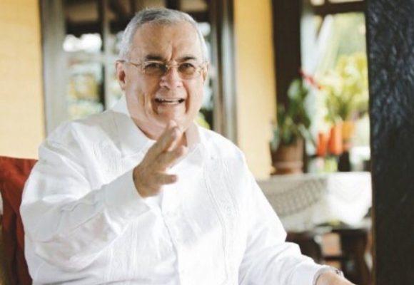 Por su contribución a la paz, Henry Acosta fue premiado en España
