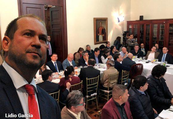 El presidente del Senado le abre las puertas a los líderes del paro