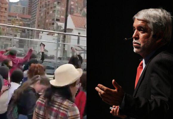 Los manifestantes le callan la boca a Peñalosa y ellos mismos limpian Transmilenio