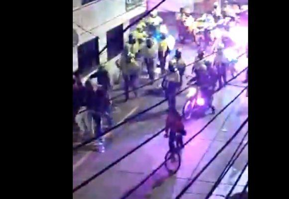 Vandalismo policial:  rompen vidrios de los que hacían cacerolazo en el Sur de Bogotá. Video