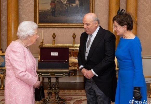 Finalmente la Reina Isabel recibió las credenciales delembajador Ardila