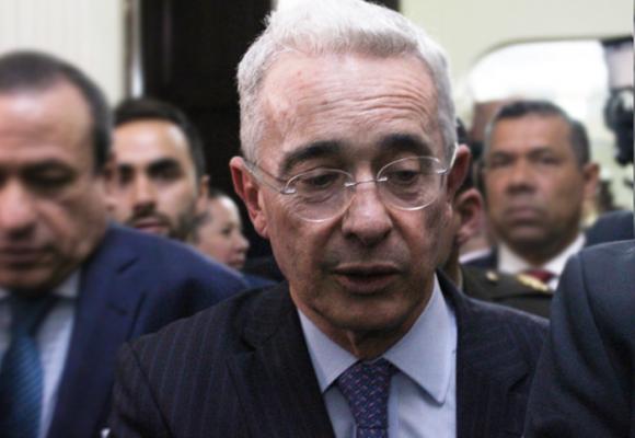 """""""Mi prioridad es la defensa de mi honorabilidad"""": Uribe"""