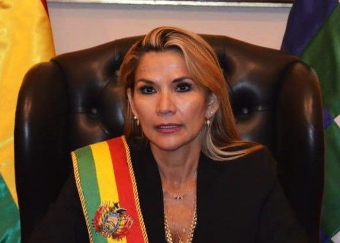 Como colonizadora española se autoproclamó la nueva presidenta de Bolivia