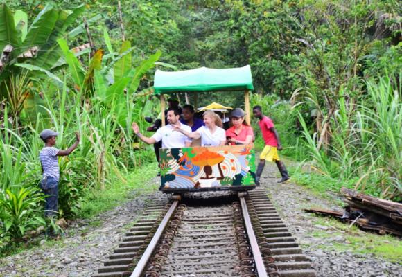 Las nuevas brujitas que transportarán a los turistas a San Cipriano (Valle del Cauca)