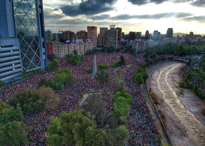 De Francia y Hong Kong a Ecuador y Chile… surge un monstruo alegre y multicolor
