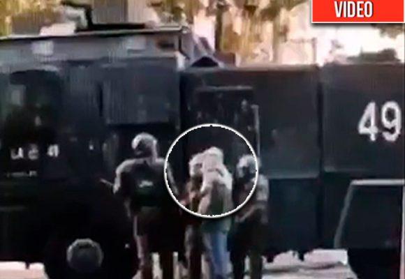 El video que muestra como la policía se infiltra y se encapucha en las manifestaciones