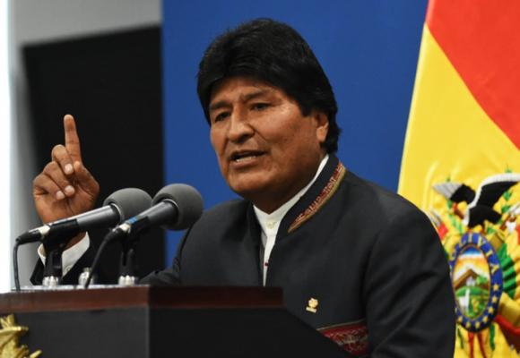 Al dictador Evo Morales le dieron de su propia medicina