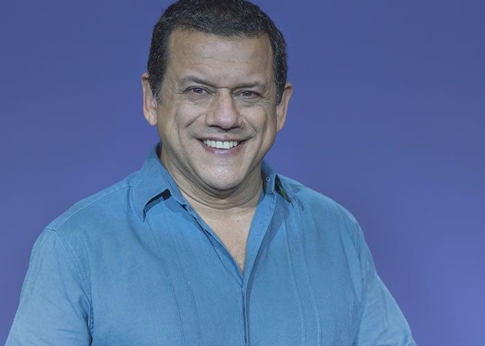 Tras batallar contra un cáncer regresa al escenario el humorista Emilio Lovera