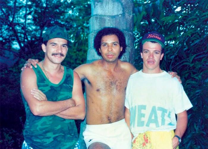 La Kika junto a Carlos Mario Alzate Urquijo, conocido como el Arete y Popeye.
