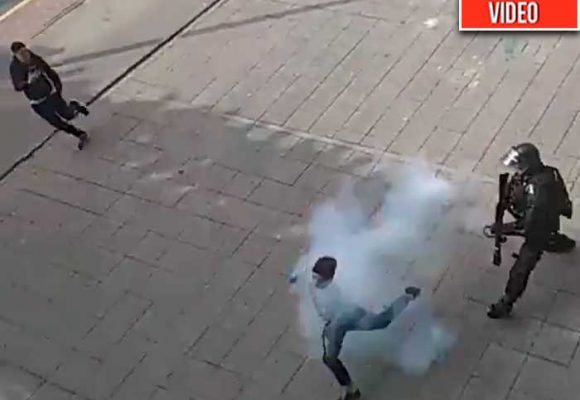 A quemarropa agente del Esmad le dispara a ciudadano
