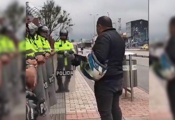 [VIDEO] La oración de un motociclista con el ESMAD en pleno Paro Nacional