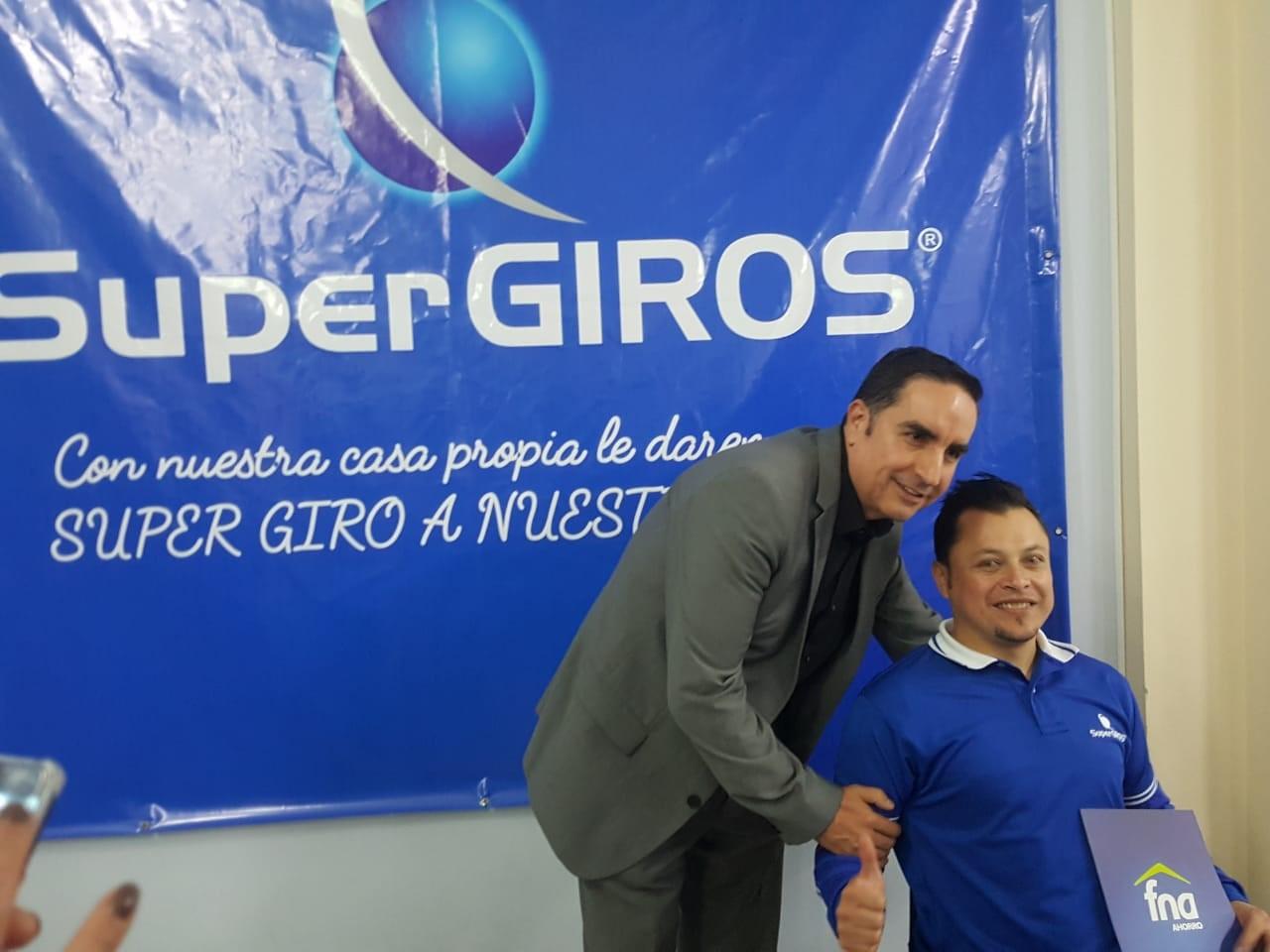 Edgar Páez, Presidente de Supegiros en la entrega de viviendas el pasado 4 de septiembre, en Nariño.