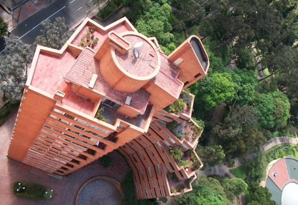 La polémica que desató el cambio de ascensores en las Torres del Parque
