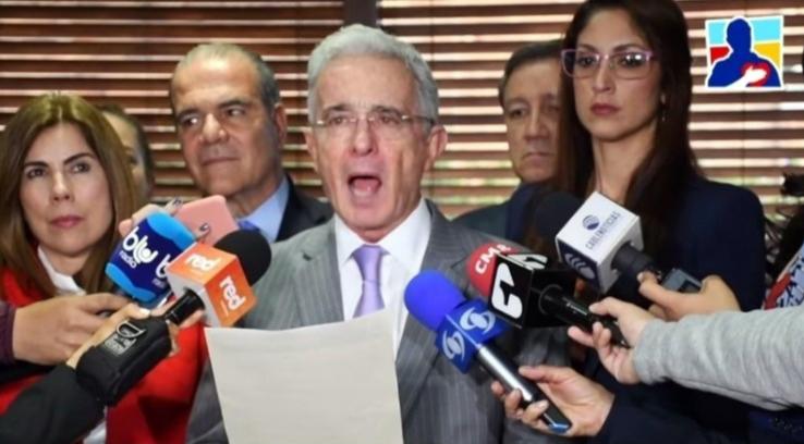 El comunicado de un Uribe en dificultades y desesperado