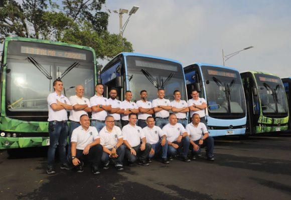 En Medellín ya operan 17 buses eléctricos
