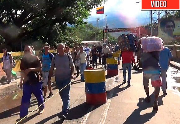 Y más y más venezolanos desesperados llegan a Colombia por Cúcuta