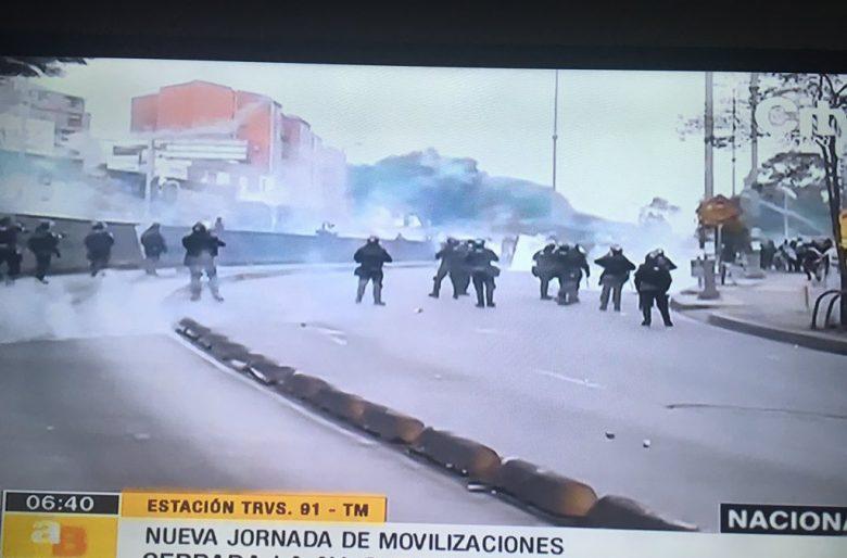Arrancó el caos en Bogotá: Claudia López manda el Esmad al portal Suba.  Videos
