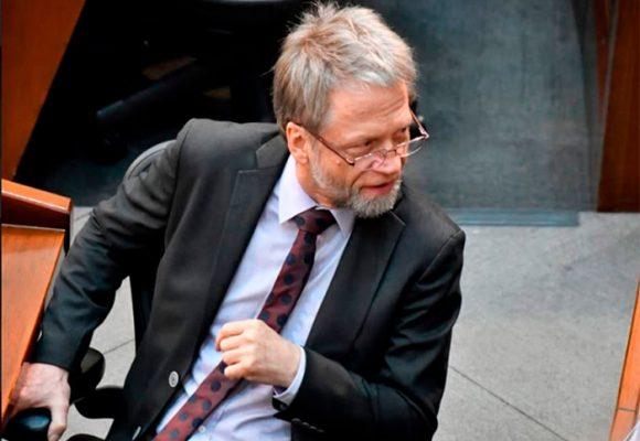 Mockus pierde la batalla: sale del Congreso