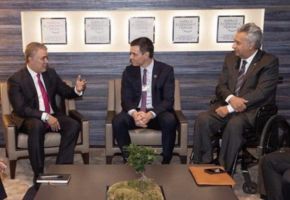Migrantes venezolanos juntaron a Duque, Lenin y Sánchez en Davos