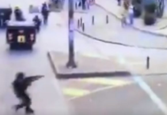 VIDEO: Sorprenden a otro agente del ESMAD disparando a quemarropa