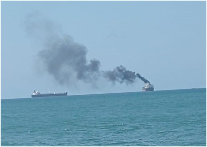 Los barcos que están acabando con las playas de Santa Marta