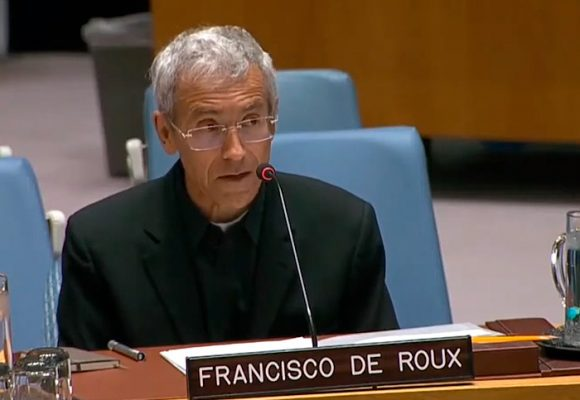 Reclamo del padre De Roux en la ONU