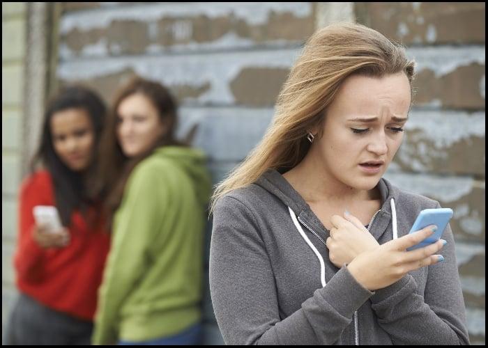 Ni los niños de 11 años se salvan del acoso sexual en Internet