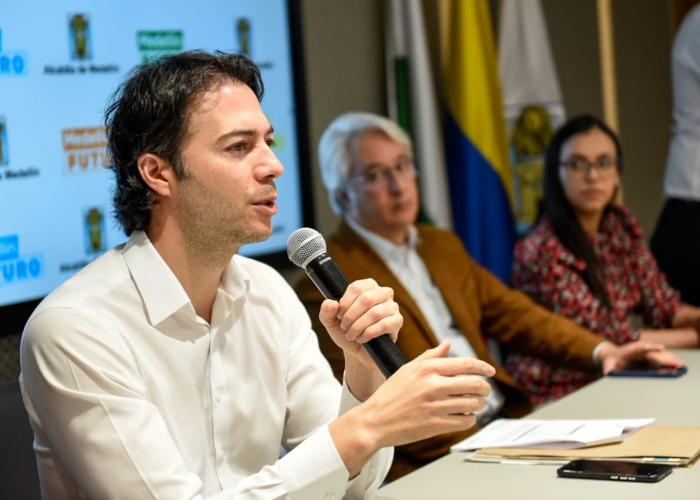 ¿El alcalde de Medellín se acobardó con las protestas?
