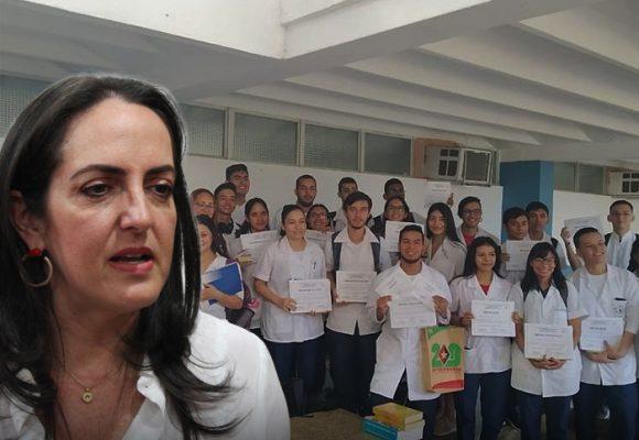 Ripostada de colombianos becados en Cuba a María F. Cabal