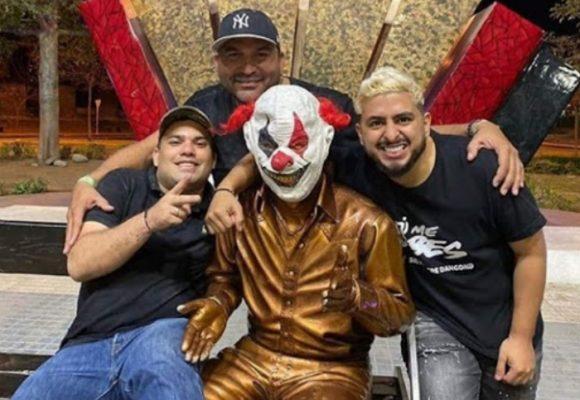 ¿Diomedes Díaz era un payaso? Indignación por foto con su estatua en Valledupar