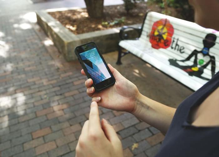 Seres humanos, cada vez más solos por culpa del celular