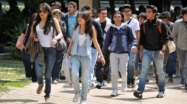 ¿Por qué los jóvenes dejan de creer en la universidad?