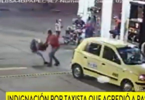 VIDEO: Taxista golpea a pasajera por pagarle con un billete de 50mil
