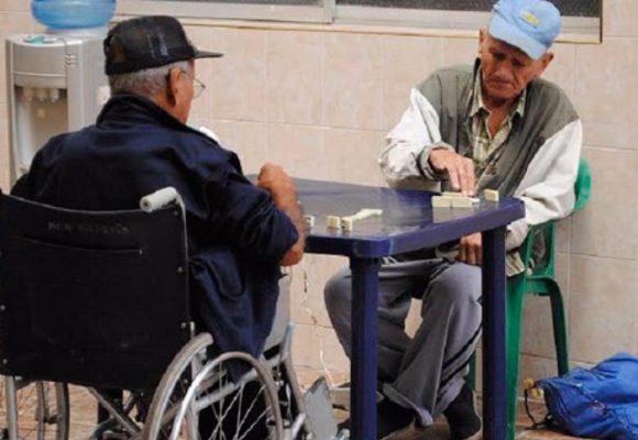 Los letales brotes de coronavirus que mata a los ancianos